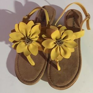 Shoes - White Mt. Yellow Strappy Flower Wedges Sz 8M